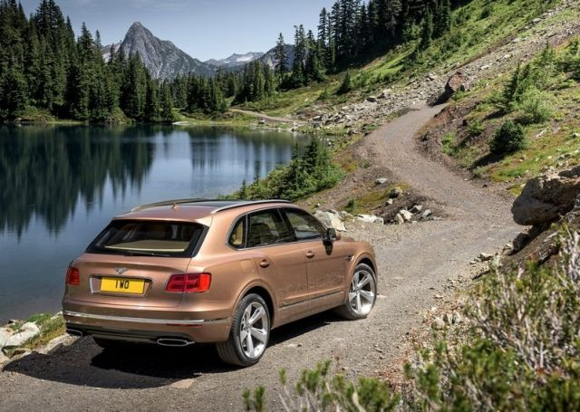 2016_BENTLEY_BENTAYGA_pic-5
