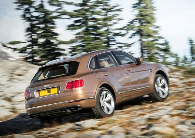 2016_BENTLEY_BENTAYGA_pic-7