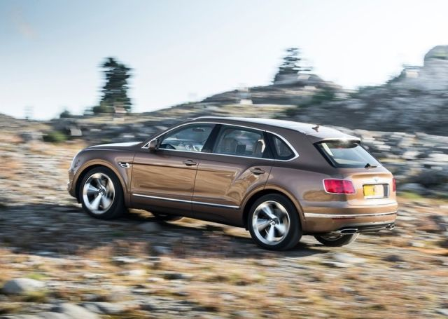 2016_BENTLEY_BENTAYGA_pic-8