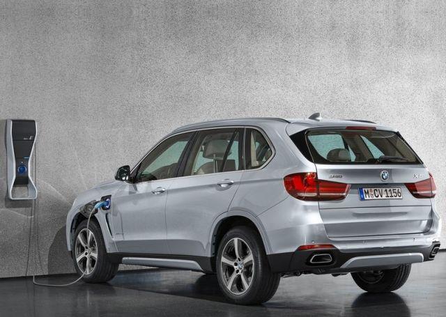2016_BMW_X5_xDrive40e_pic-2