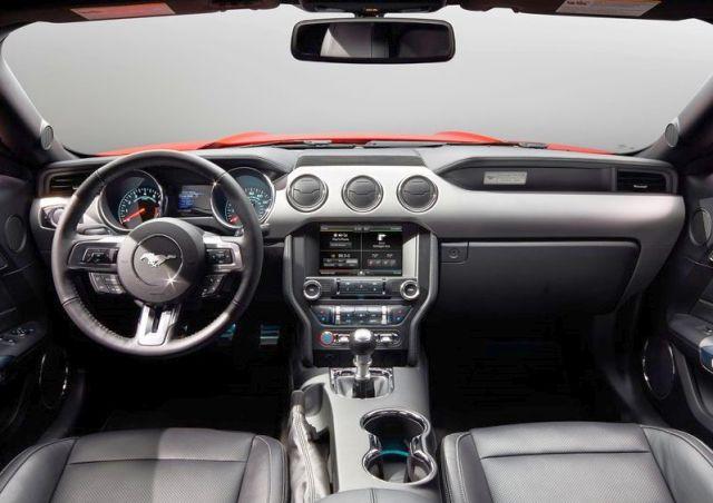 2016_FORD_MUSTANG_GT_steeringwheel&dashboard_pic_11