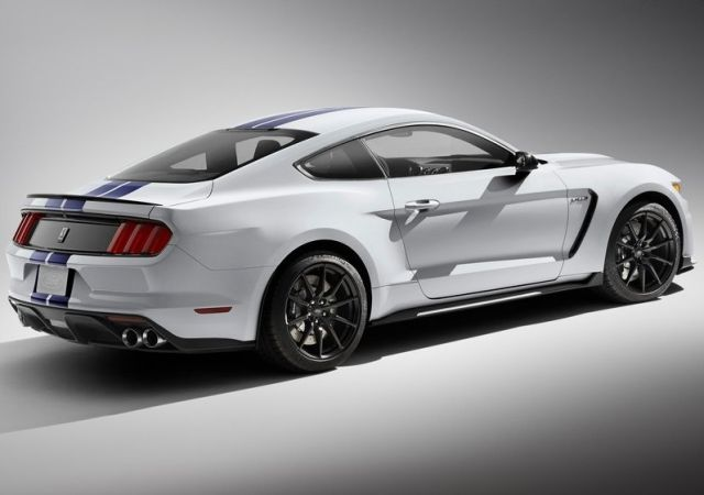 2016_FORD_MUSTANG_SHELBY-GT350_pic-3
