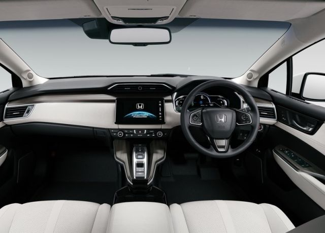 2016_HONDA_CLARITY_FUEL_CELL_pic-6