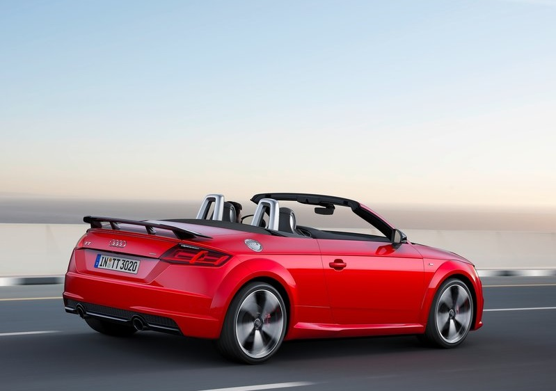 2017_audi_tt_roadster_s-line_competition_pic-4