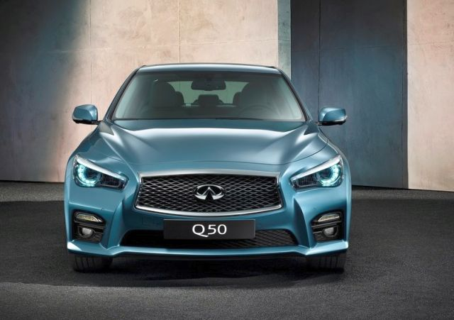 2017_INFINITI_Q50_Front_Blue_pic-2
