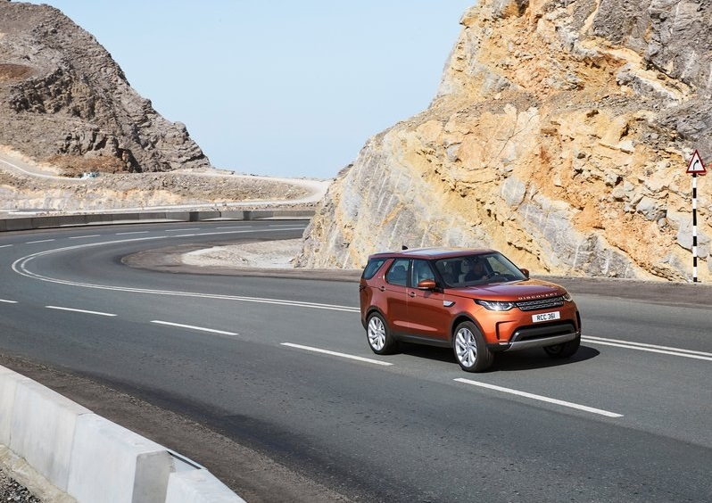 2017_land_rover_discovery_pic-3