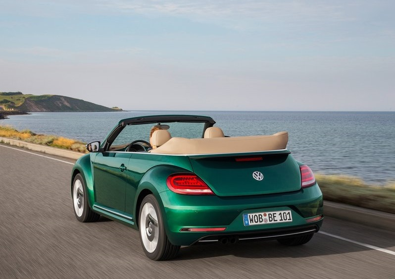 2017 vw beetle cabrio oopscars. Black Bedroom Furniture Sets. Home Design Ideas