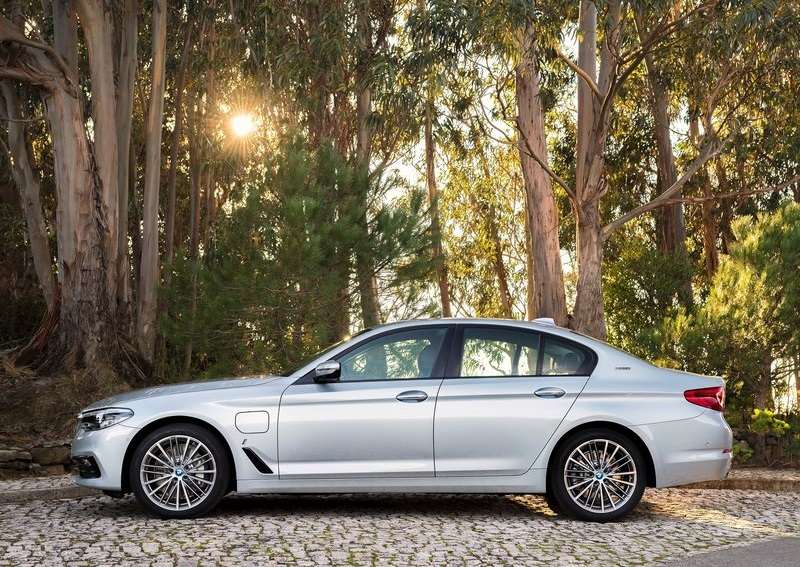 BMW 530E iPERFORMANCE