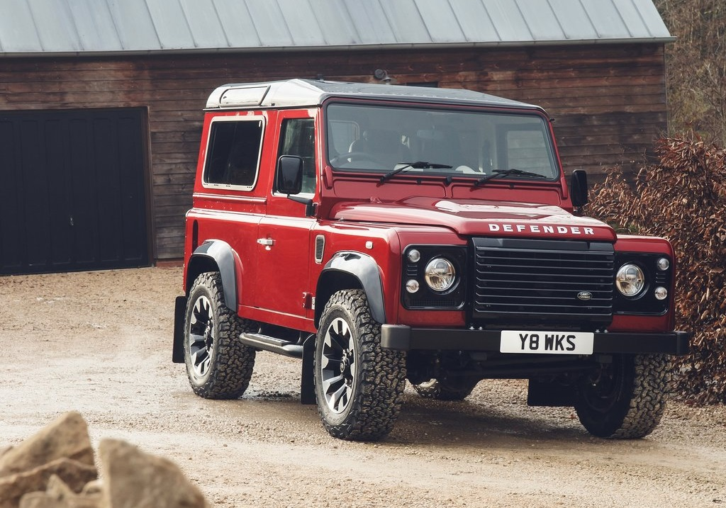 2018 LAND ROVER WORKS V8