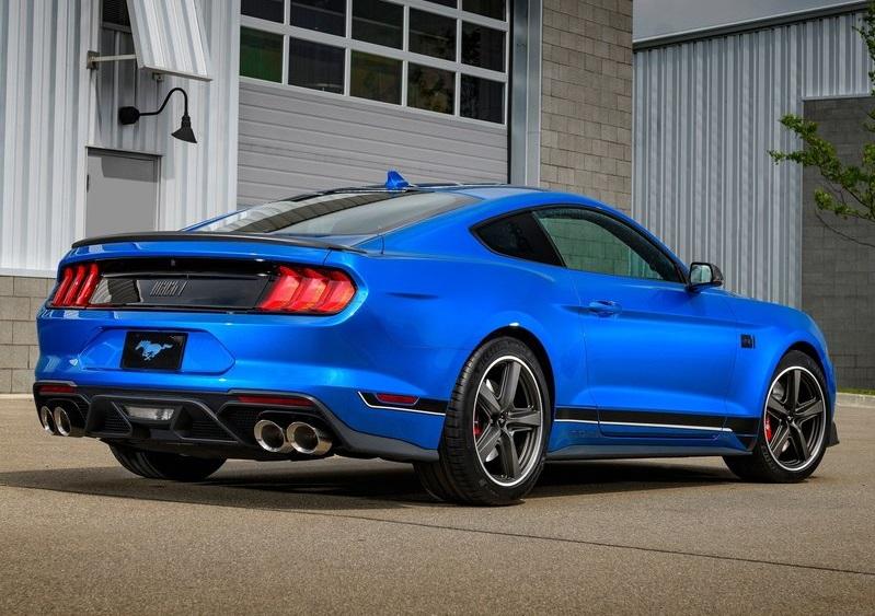 Ford Mustang Mach 1 'de 19 inç ölçülerindeki kullanılan 5 kollu koyu renkli jantlarda da yine klasik Mustang Mach 1 'de de kullanılmış olan Magnum 500 dizaynına gönderme yapıyor.
