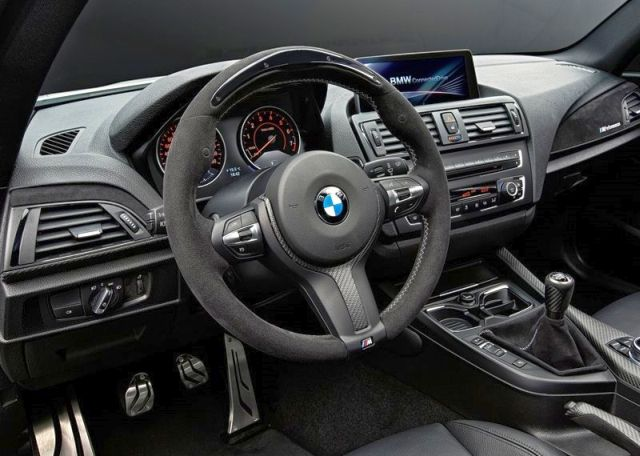 BMW_2_SERIES_COUPE_M_Technic_steeringwheel_pic-7
