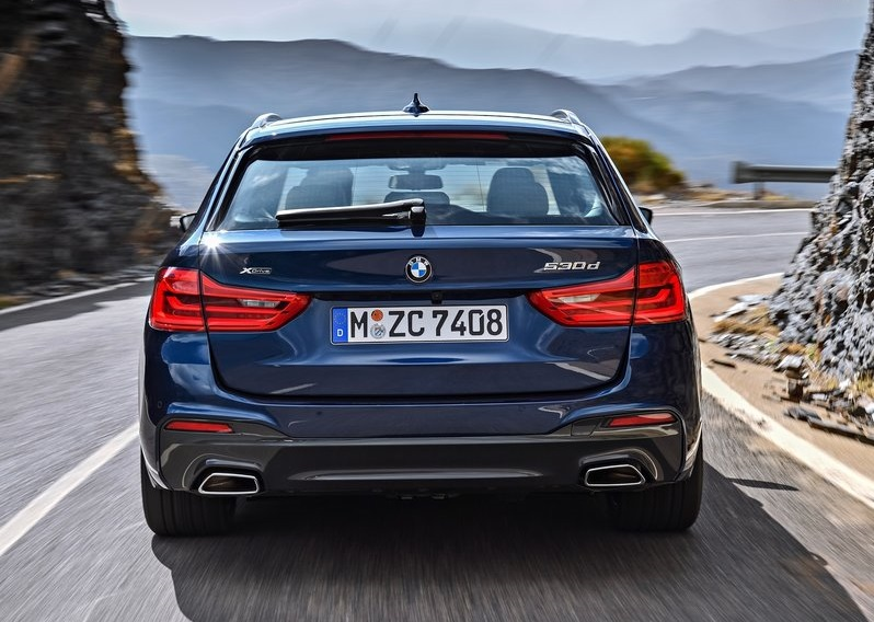 BMW 5 SERIES TOURING-rear view