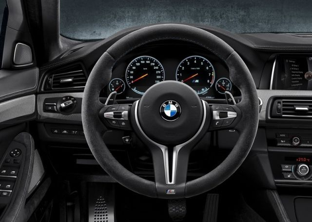 BMW_M5_30th_Anniversary_steeringwheel_pic-5