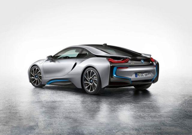 BMW_i8_electric_car_rear_pic-4