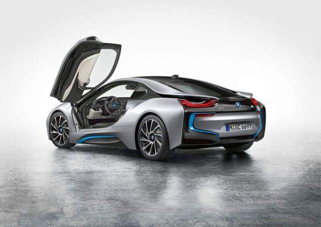 BMW_i8_electric_car_rear_pic-5