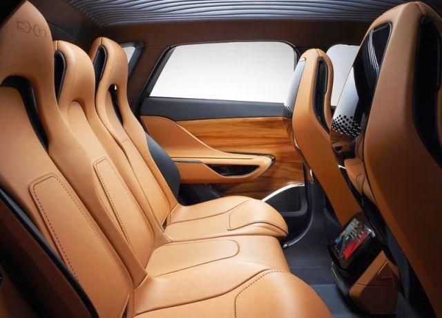 Concept_JAGUAR_C-X17_5-Seater_rear_seats_pic-8
