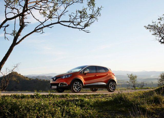 Crossover_RENAULT_CAPTUR_airview_pic-11
