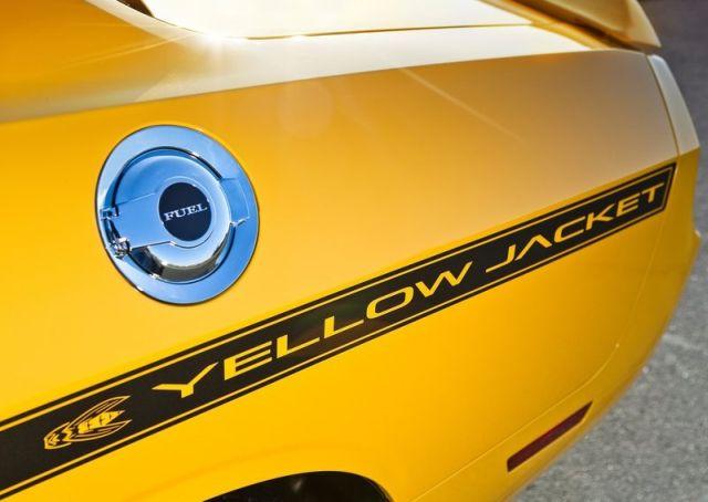 DODGE_Challenger_SRT8_Yellow_Jacket_front_pic-6