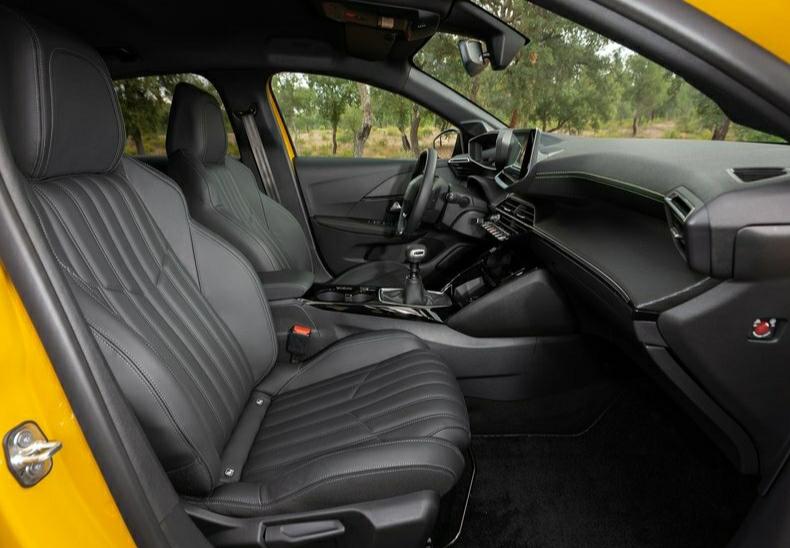 Yeni Peugeot 208 iç mekan