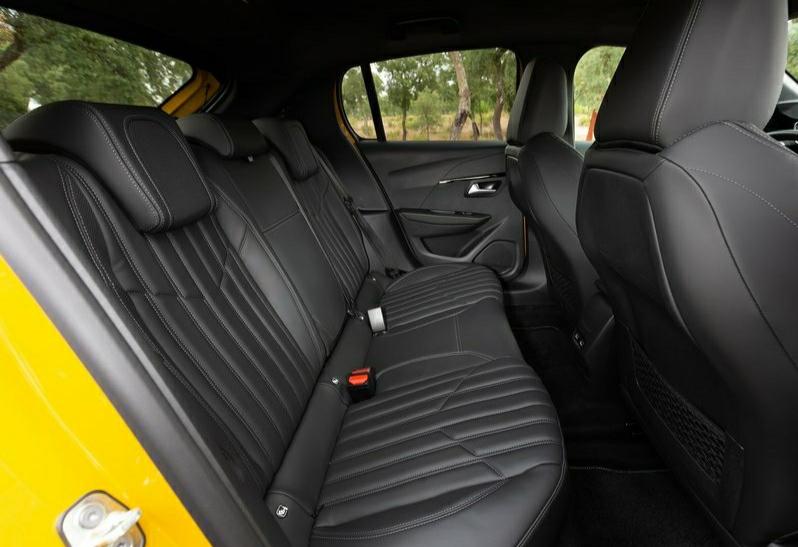 2021 Peugeot 208 iç mekan