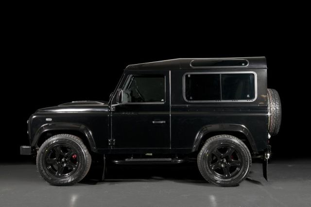 LAND ROVER DEFENDER tuned by URBAN TRUCK