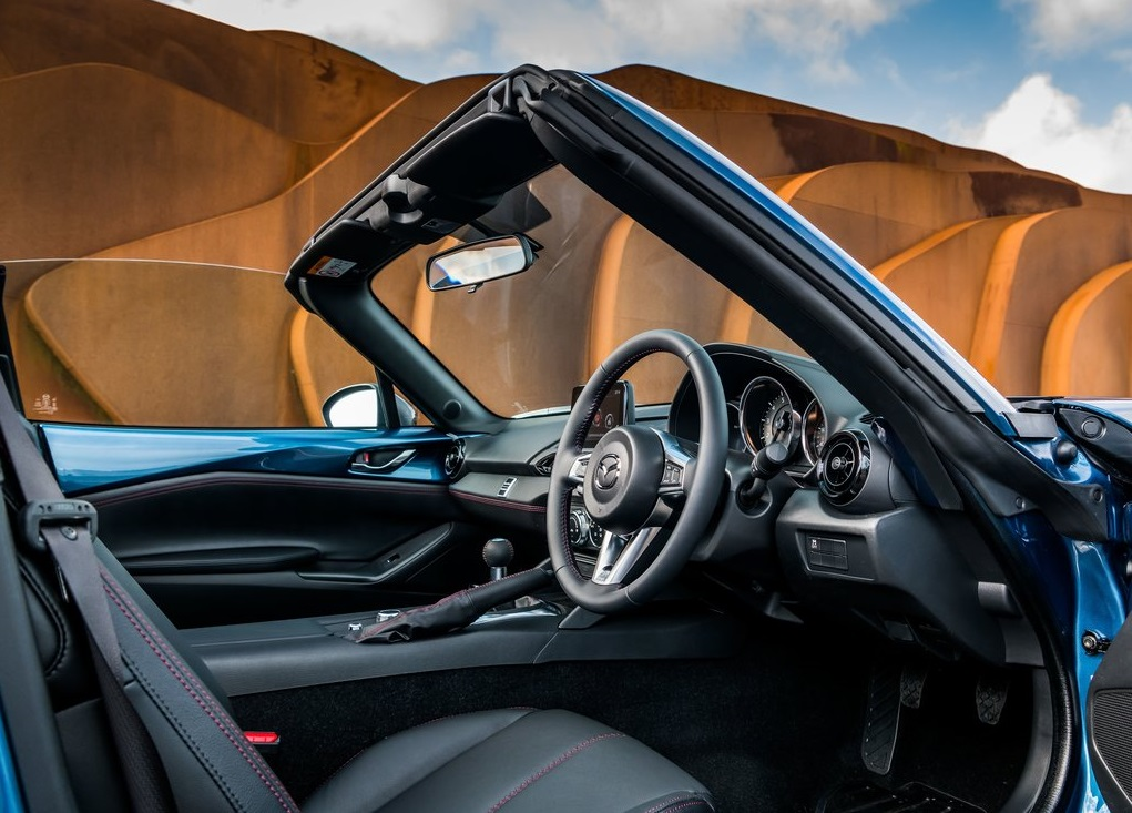 2019 MAZDA MX5 RF SPORT BLACK