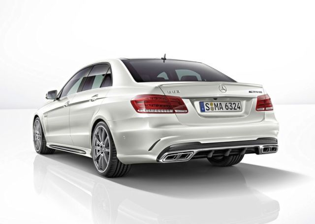 MERCEDES_E63_AMG_White_rear_pic-2