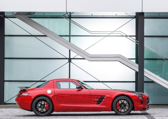 MERCEDES_SLS_AMG_FINAL_EDITION_Red_profile_pic-5