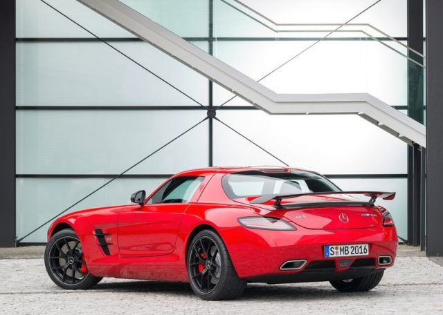 MERCEDES_SLS_AMG_FINAL_EDITION_Red_rear_pic-6