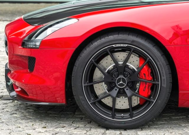 MERCEDES_SLS_AMG_FINAL_EDITION_red_rim&wheel_pic-7