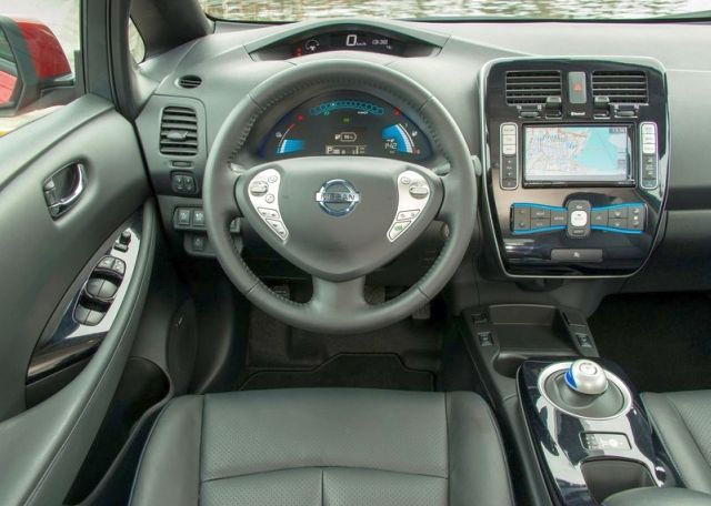 NISSAN_Leaf_dashboard_pic-6
