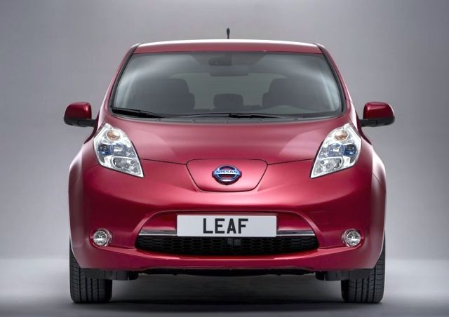 NISSAN_Leaf_red_front_pic-2