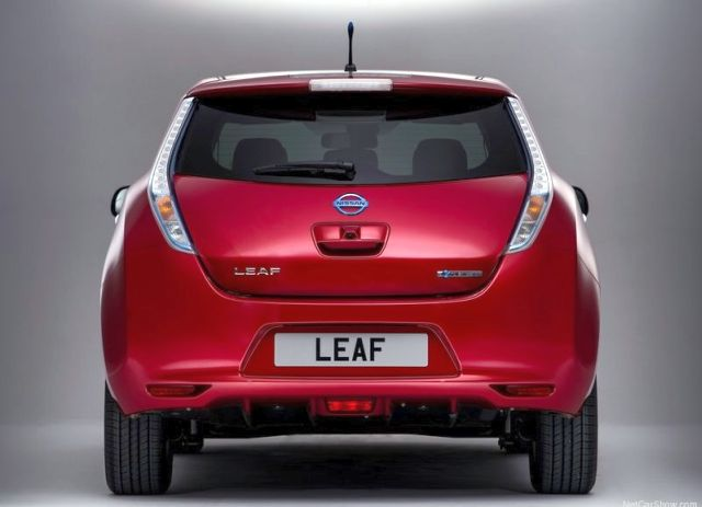 NISSAN_Leaf_red_rear_pic-3