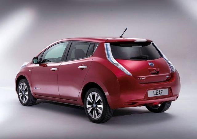 NISSAN_Leaf_red_rear_pic-5