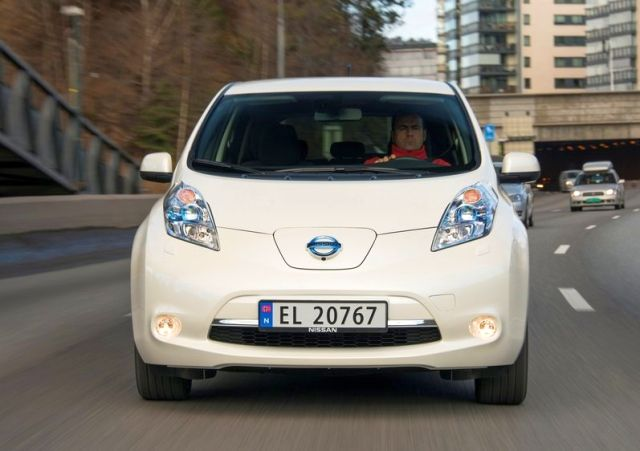 2014 NISSAN LEAF- Electric Car