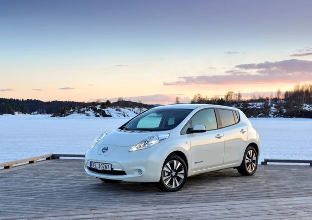 NISSAN_Leaf_white_front_pic-3