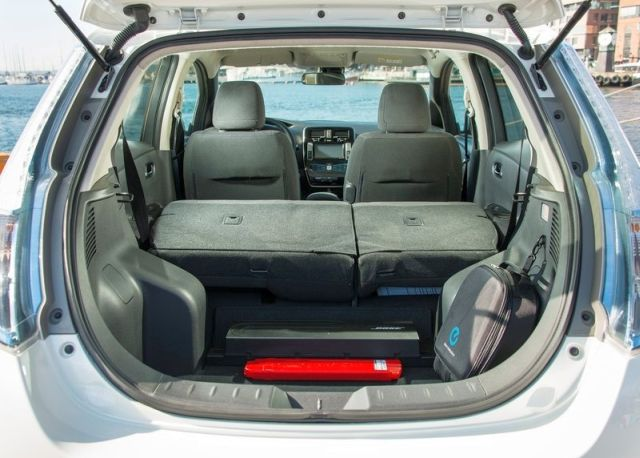 NISSAN_Leaf_white_trunk_pic-6