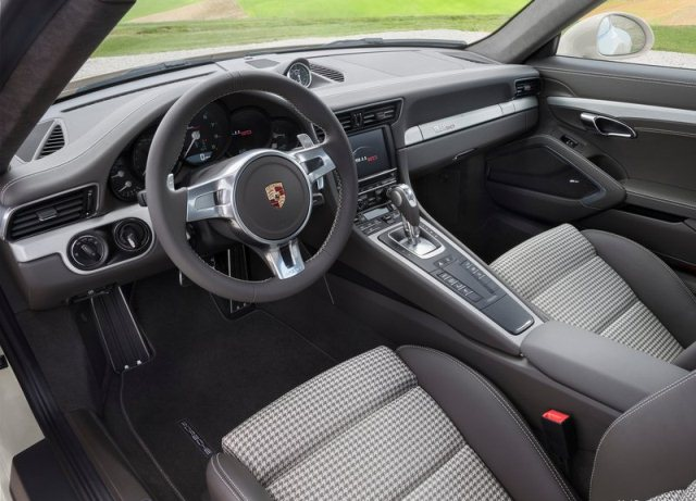 PORSCHE_911_50_Years_Edition_steeringwheel_pic-6