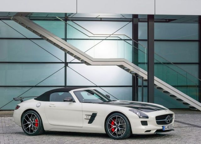 Roadster_MERCEDES_SLS_AMG_FINAL_EDITION_white_front_pic-2