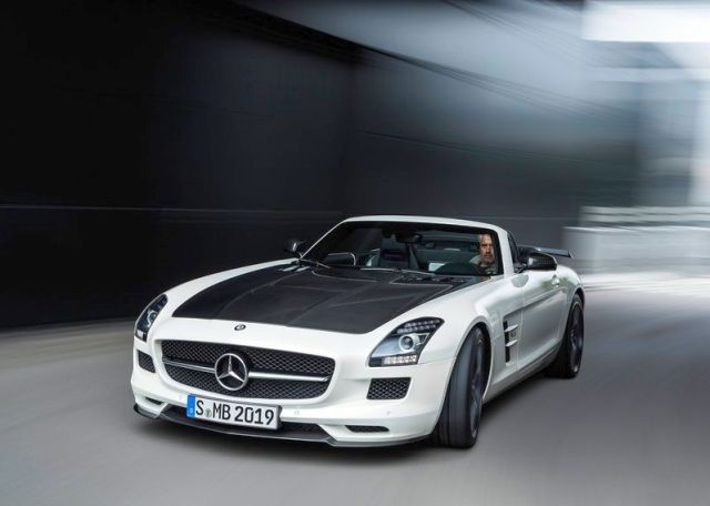 Roadster_MERCEDES_SLS_AMG_FINAL_EDITION_white_front_pic-5