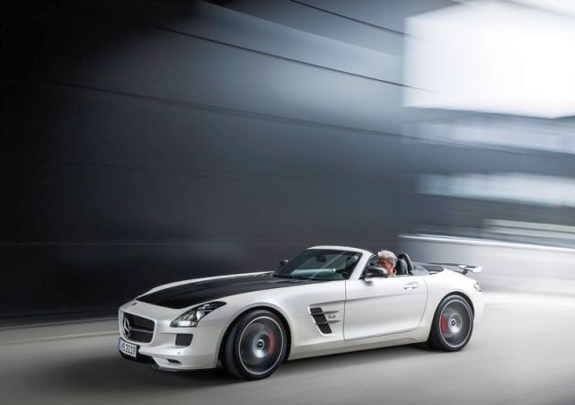 Roadster_MERCEDES_SLS_AMG_FINAL_EDITION_white_front_pic-6