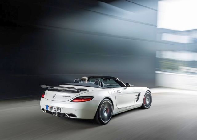 Roadster_MERCEDES_SLS_AMG_FINAL_EDITION_white_rear_pic-4