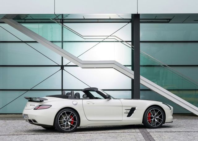 Roadster_MERCEDES_SLS_AMG_FINAL_EDITION_white_rear_pic-8