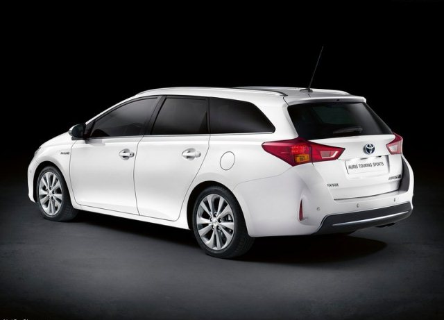 TOYOTA Auris Touring Sports…2014 Toyota Auris SW
