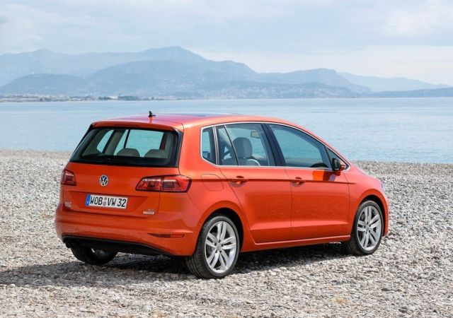 VW_GOLF_SPORTSVAN_red_pic-5
