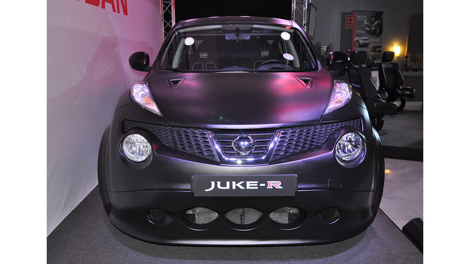 nissan juke r 2 New photos of the Japanese sports SUV  Nissan JUKE R
